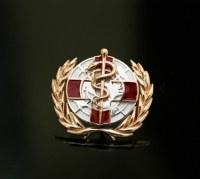 Значок с международной медицинской символикой